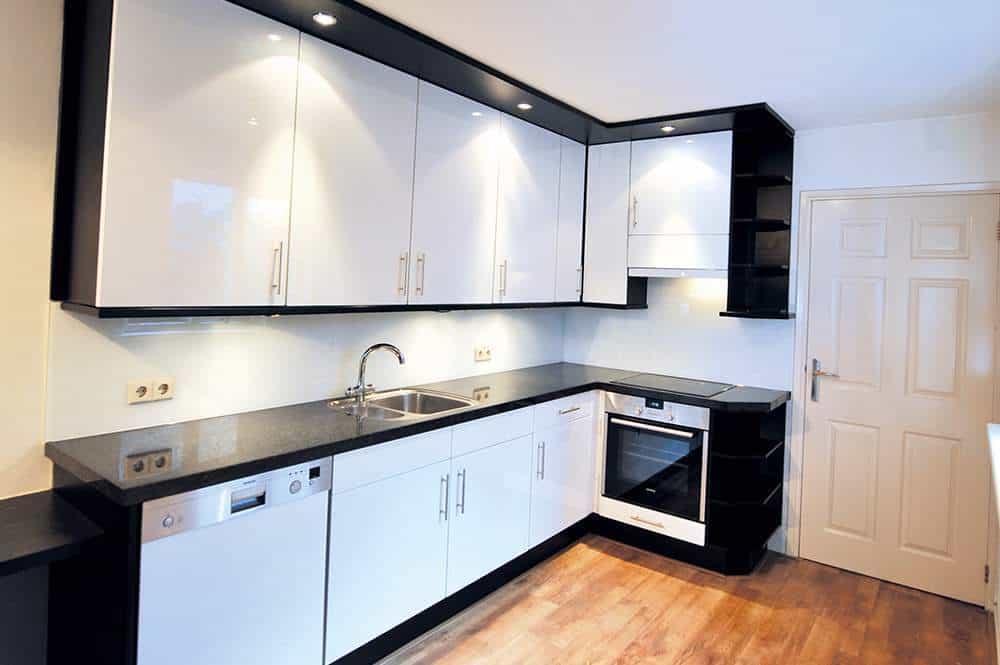 Keukenverbouwing: De Vernieuwde Keuken - In één Dag Een Compleet Ander Gezicht....