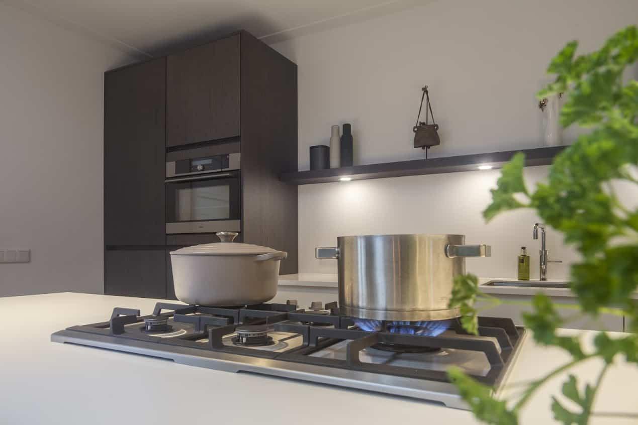 Een op maat gemaakte nieuwe keuken de keukenvernieuwers - Oude en moderne keuken ...